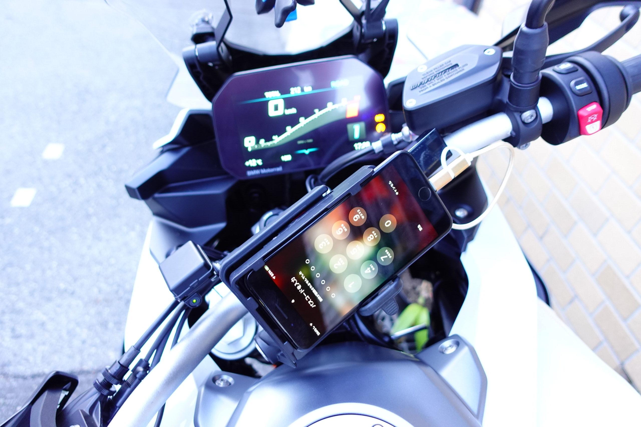 F900XRスマホ充電