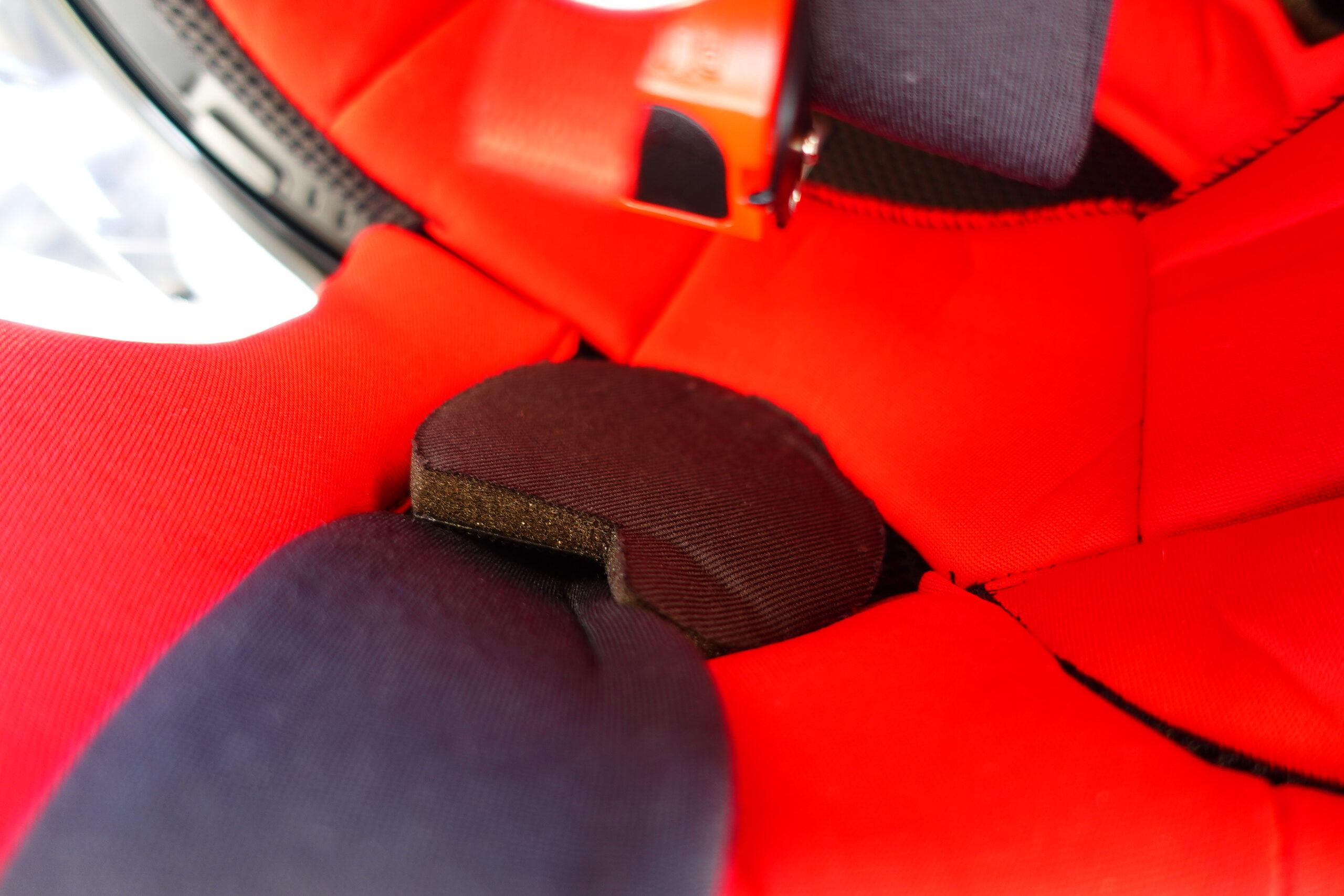静音対策のイヤーパッドを装填