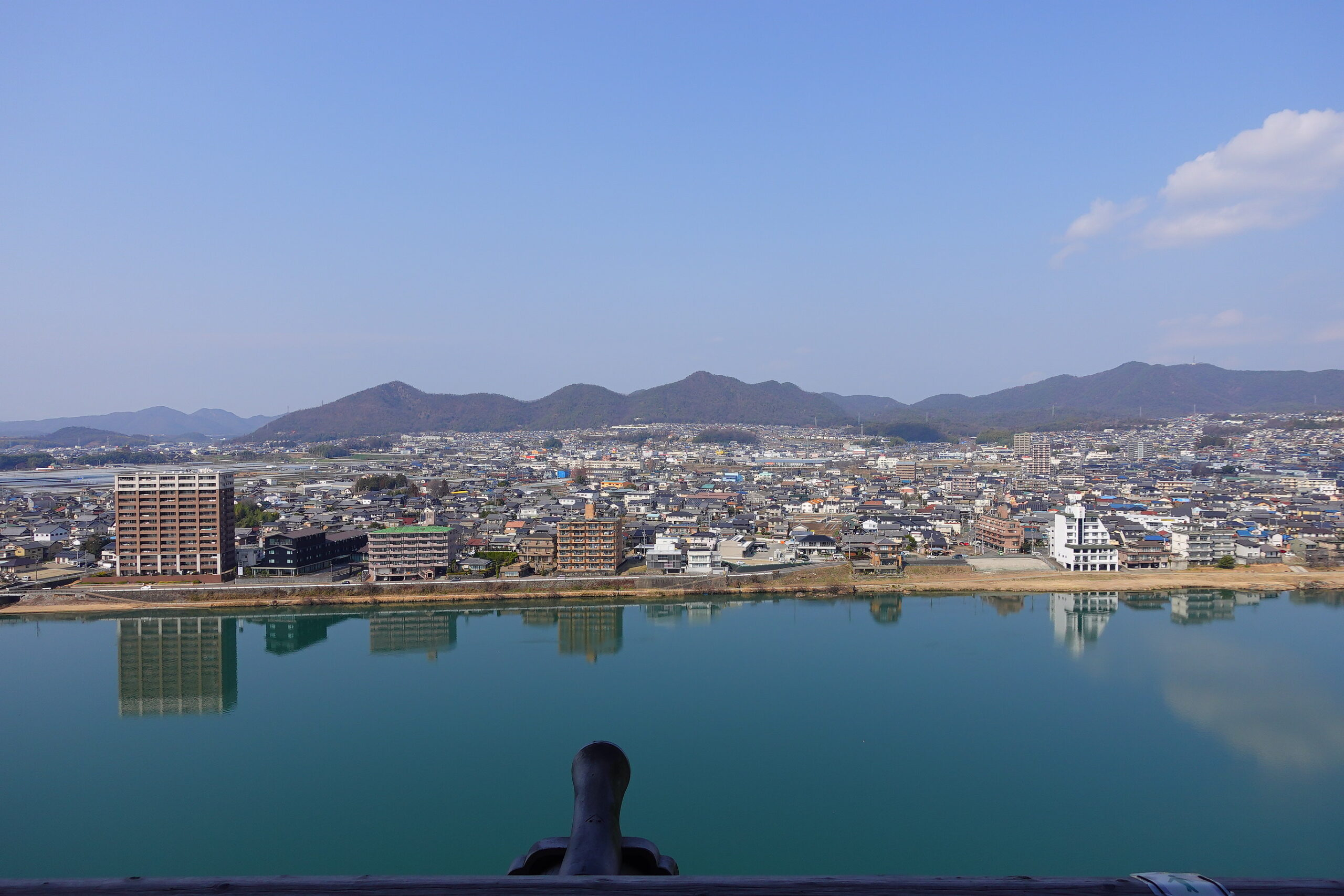 犬山城からの眺め木曽川対岸