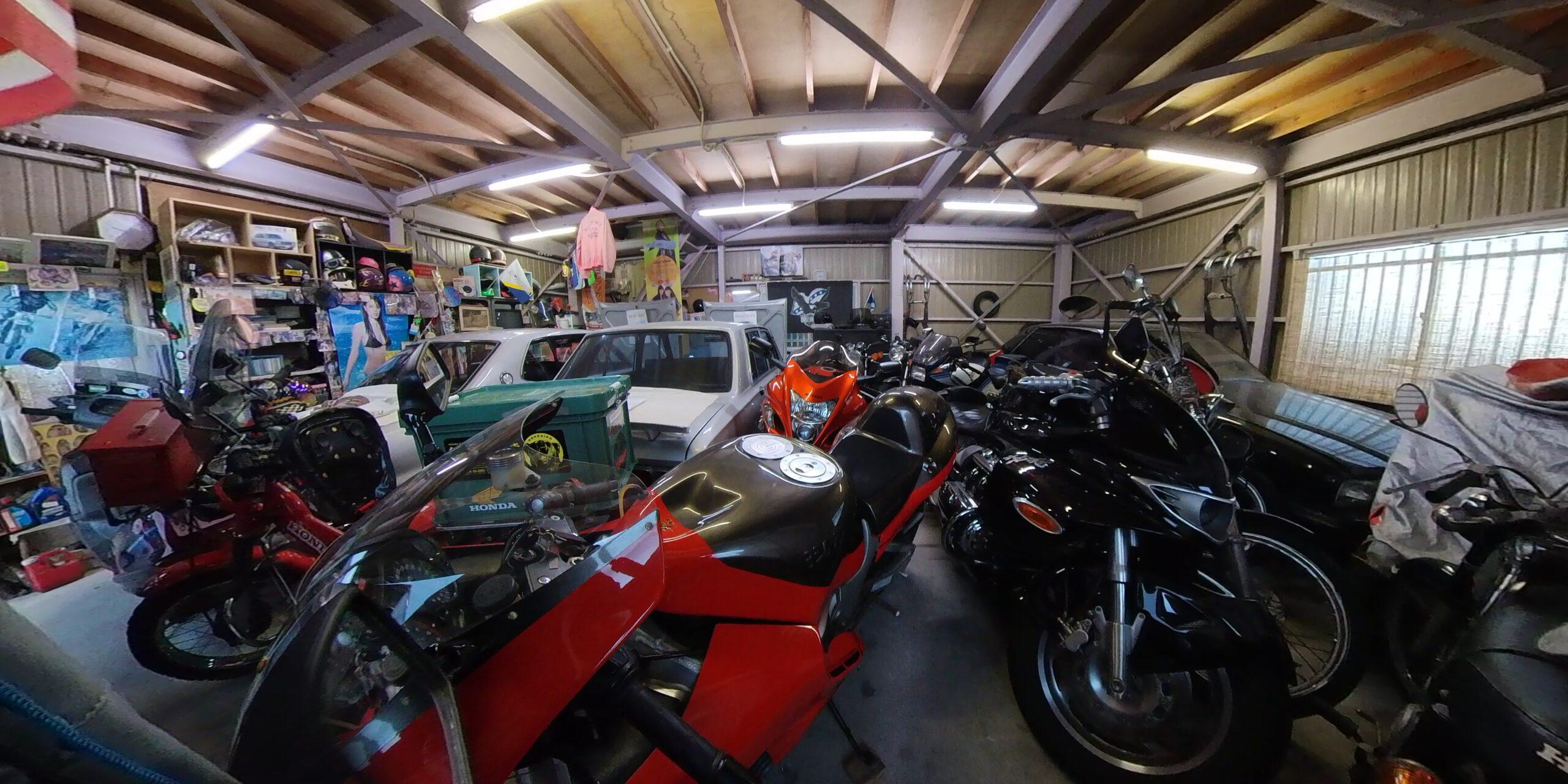ガレージトーク、バイクの個人所有日本一?!の鈴木邸へお邪魔しました。